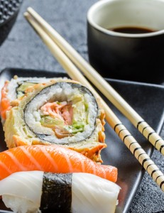 красивые суши с тунцом