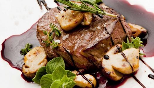 Говяжья вырезка с белыми грибами и глазурью из красного вина с ароматом прованских трав