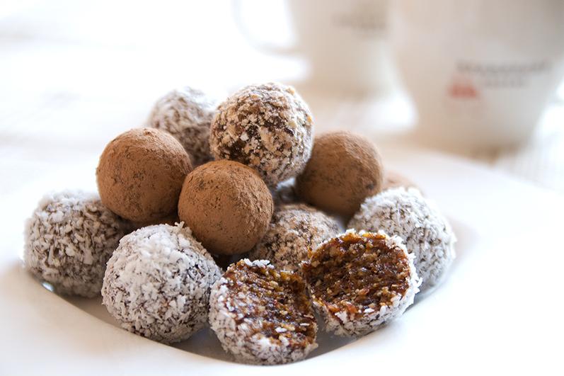 Шоколадные конфеты из орехов и сухофруктов