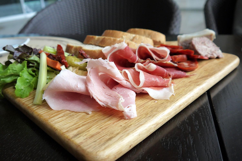 Мясная продукция к праздничному столу