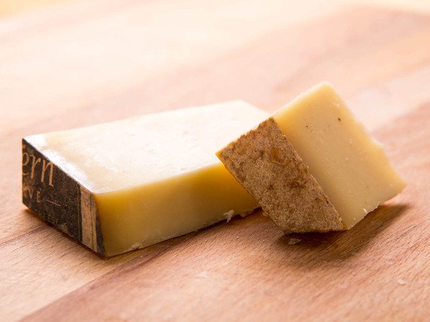 20140610-cheese101-washed-rind-cheese-gruyere-thumb-610x457-405269