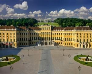 Площадь перед дворцом Шёнбрунн