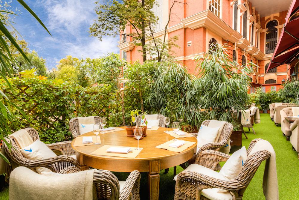 веранда ресторана сад
