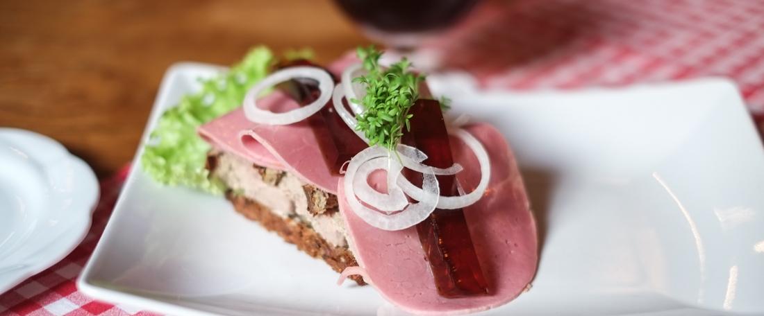 "Сэндвич с пащтетом ""Полуночная закуска ветеринара"" (Фото: Byens Spiseguide)"