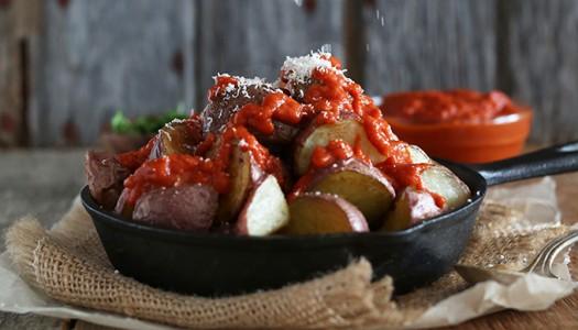 Традиционное испанское блюдо: Пататас Бравас