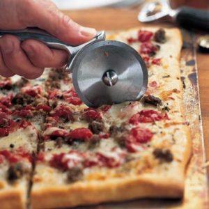 Рецепт начинки для пиццы с пряными колбасами